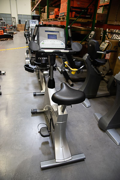 TRUE CS800U Upright Bike