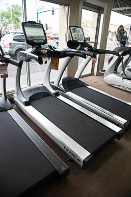 TRUE TES900-16T Treadmill