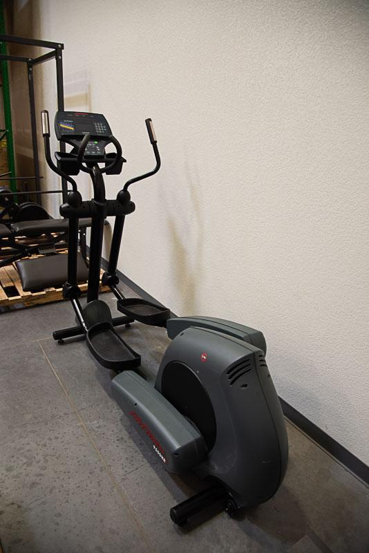 Life Fitness 9500HR Elliptical Trainer