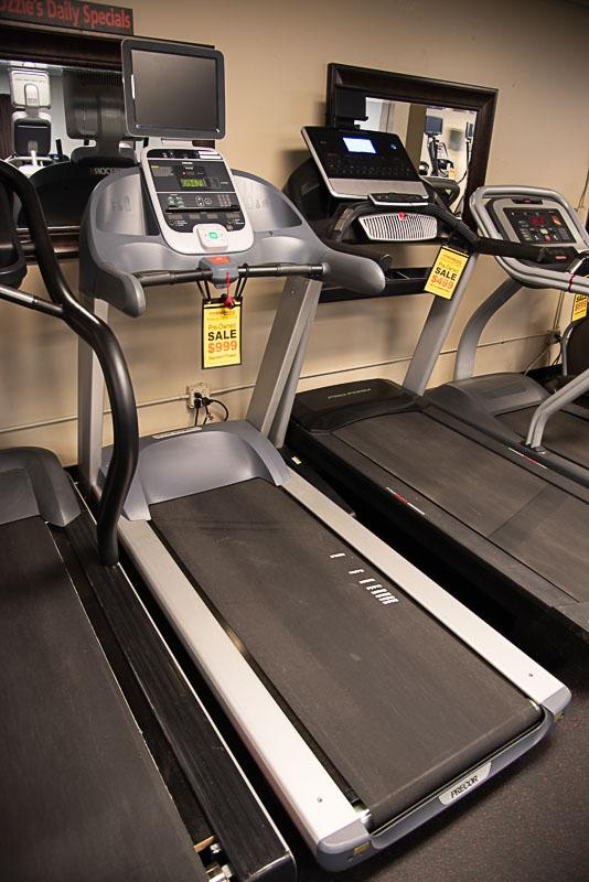 Precor TRM 932i Treadmill